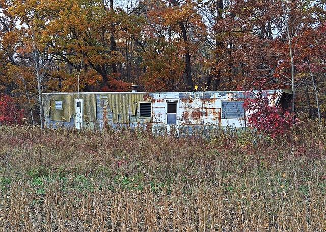 zničený mobilní dům.jpg
