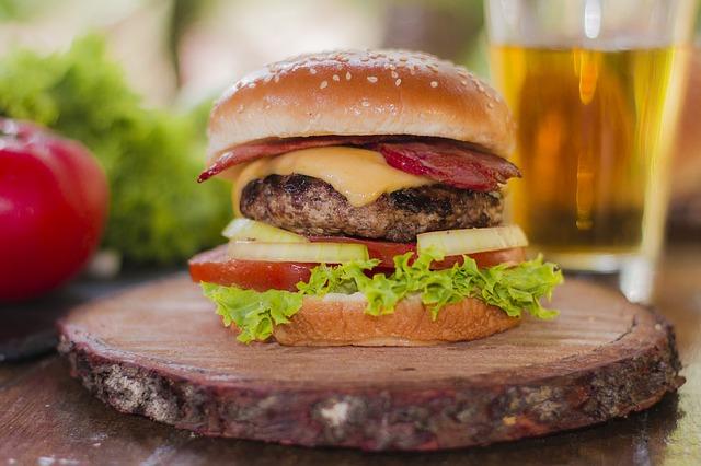 burger na prkénku