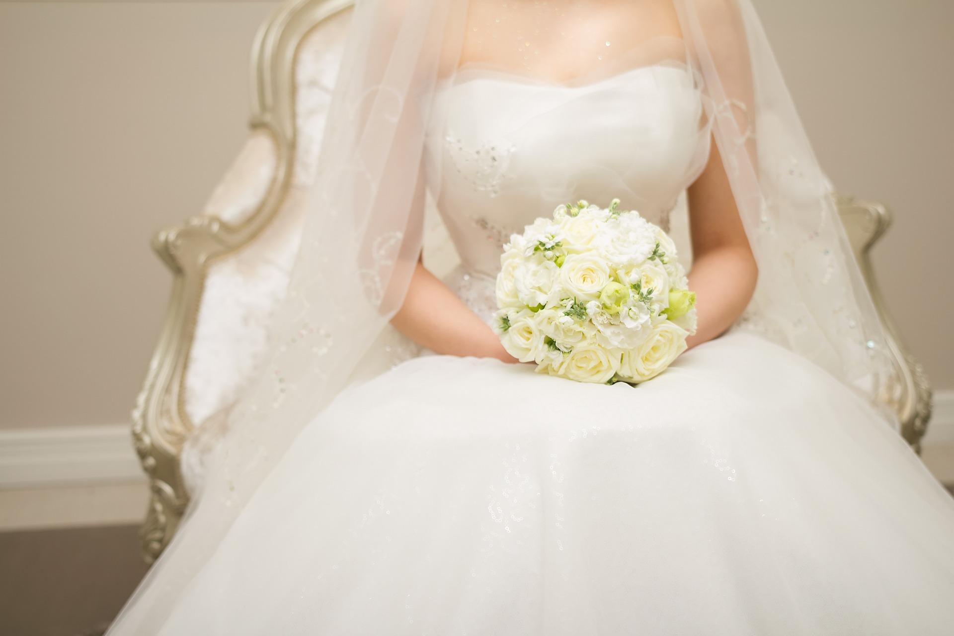 nevěsta v šatech